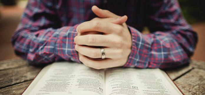rezar e ler a biblia