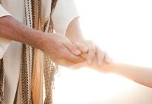 Não estamos sós, Jesus nos segura e tem palavras de vida eterna