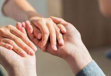 ajudar o próximo dar as mãos