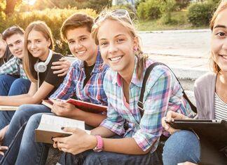 Jovens adolescentes educados com responsabilidade