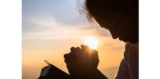 renunciar a riqueza e viver em oração para ter o amor de Jesus